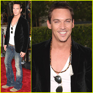 Jonathan Rhys Meyers is a Smooth Soloist