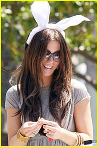 Kate Beckinsale is The Easter Bunny