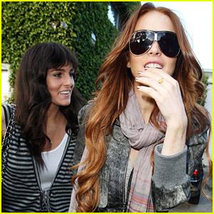 Lindsay Lohan Has A Soothing Sister