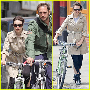 Rachel McAdams & Josh Lucas: Bicycling Built For Two