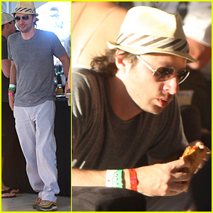 Zach Braff: Coachella Burger Bite