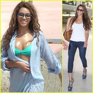 Beyonce Knowles hits the beach with friends and her mom, designer Tina ...