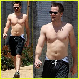 Chris Pine is Shirtless Sexy