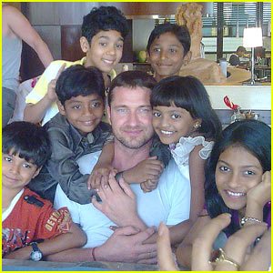 Gerard Butler Loves Slumdog Millionaire's Child Stars