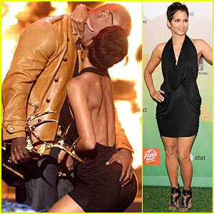Halle Berry & Jamie Foxx: Kissing Commotion