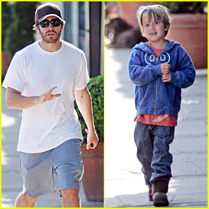 Jake Gyllenhaal: Deacon Bonding Time!