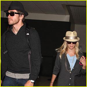 Reese Witherspoon & Jake Gyllenhaal - Paris People!