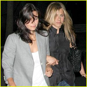 Jennifer Aniston & Courteney Cox: Fleetwood Mac Mates