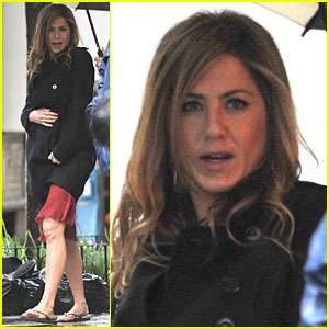 Jennifer Aniston Flip-Flops Fast