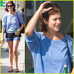 Kate Walsh Has Fancy Nails