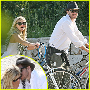 Reese Witherspoon &#038; Jake Gyllenhaal: Biking in Brindisi!
