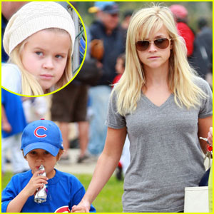 Reese Witherspoon is a Little League Lady