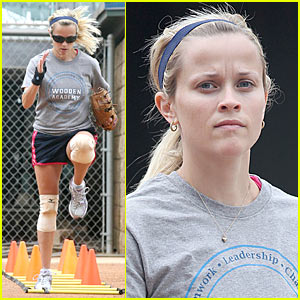 Reese Witherspoon: UCLA Softball Drills!