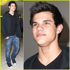 Taylor Lautner is Very Vancouver