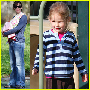 Violet and Seraphina Affleck: Park Play!