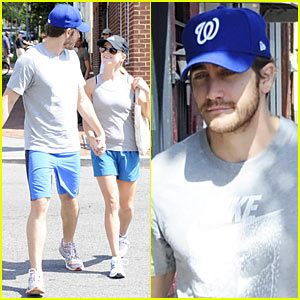 Jake Gyllenhaal & Reese Witherspoon: Matching Gym Outfits!