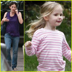 Jennifer Garner & Violet Affleck: Phone and Fun
