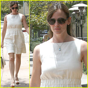 Jennifer Garner is White Hot