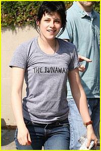 Kristen Stewart Dons 'Runaways' T-Shirt