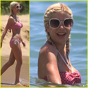 Tori Spelling Breaks Out the Bikini