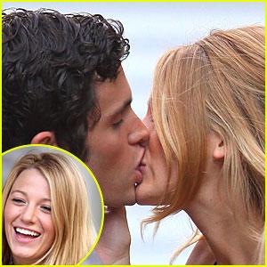 Blake Lively & Penn Badgley Kiss Like Crazy