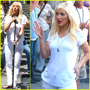 Christina Aguilera: World Hunger Relief Spokesperson!