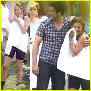 Gerard Butler & Jennifer Aniston: Soaking Wet!
