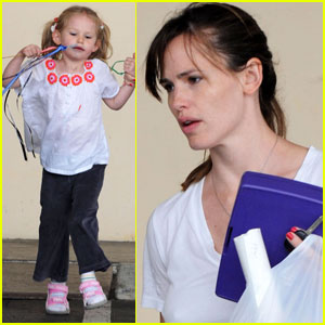 Jennifer Garner Picks A Pretty Violet