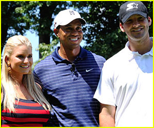 Jessica Simpson Sings For Tiger Woods
