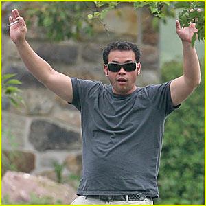 Jon Gosselin Waves To Paparazzi