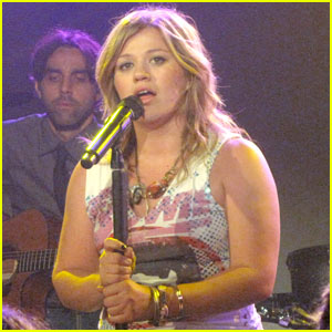 Kelly Clarkson Covers Janet Jackson's