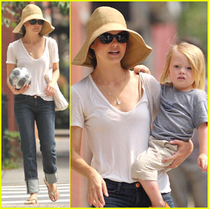 Keri Russell & River Deary: Park Play