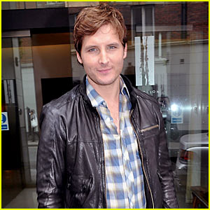 Peter Facinelli Takes The Forbidden Planet