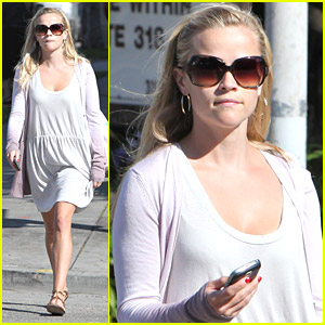 Reese Witherspoon Seeks Integrative Medicine