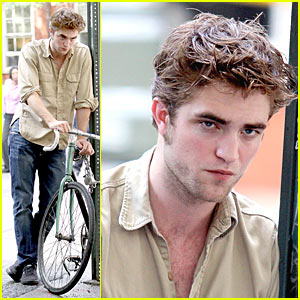 Robert Pattinson Hits Washington Square Park