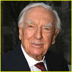 Legendary News Anchor Walter Cronkite Dies at 92