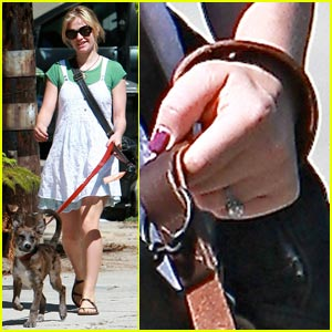 Anna Paquin: Engagement Ring Proud!