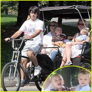Britney Spears is Pedicab Pretty