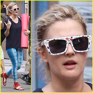 Drew Barrymore is Yoga Yummy