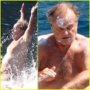 Jack Nicholson Slathers on Sunscreen