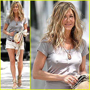 Jennifer Aniston is Perky Pretty