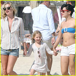 Kate Moss & Lily Allen: Club 55 Fun In the Sun