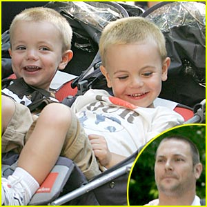 Kevin Federline: Central Park Zoo With The Boys!