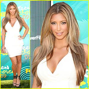 Kim Kardashian Goes Blonde For Teen Choice Awards
