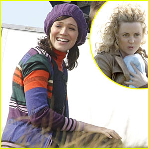 Mandy Moore & Melissa George: Swinging with the Finkels