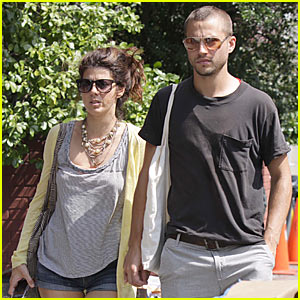 Marisa Tomei &#038; Logan Marshall-Green: Bicycle Built For Two