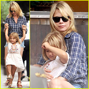 Matilda Ledger Hangs With Michelle Williams