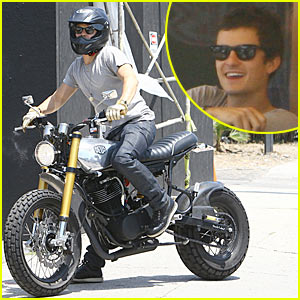 Orlando Bloom Keeps It M Cafe Cool