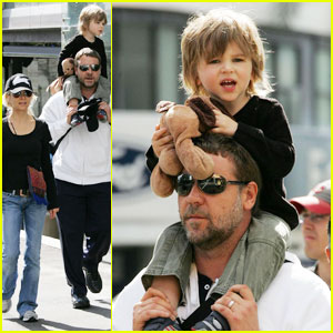 Russell Crowe is a Down Under Dad