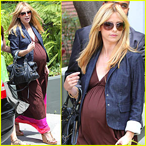 Sarah Michelle Gellar: Pregnant W Hotel Hottie